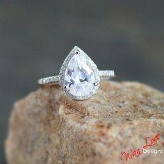 White Sapphire & Diamond Pear cut Halo par WanLoveDesigns sur Etsy