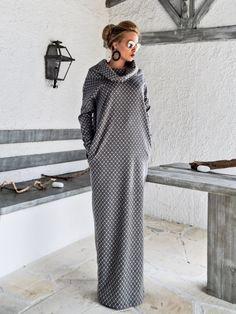 Impression Maxi Robe Kaftan avec poches / Abaya / grande taille robe / Oversize en vrac robe / #35175 Un très élégant... et sophistiqués Robe maxi. Vous pouvez porter en toute occasion spéciale et ont un look superbe. -Point à-la-main -Matériaux utilisés : jersey stretch épais tissu -Le modèle de porte: - petite taille -Fit : Coupe ample -Longueur : 150 cm/59 pouces. ** Si vous désirez une longueur différente, sil vous plaît écrire dans la zone des notes. -À ...