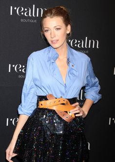 Chic Blake Lively ...  Plush waist to hips ratio...   She starred as Jenny in Simon Says (2006)