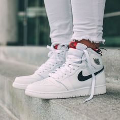 NIKE Women's Shoes - NIKE Air Jordan 1 Retro High OG White x Black x Touch of Red - Find deals and best selling products for Nike Shoes for Women Nike Air Jordan Retro, Jordan 1 Retro High, Jordan Nike, Nike Retro, Jordan Tenis, Lebron Jordan, Nike Free Shoes, Nike Shoes Outlet, Running Shoes For Men