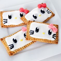 Breakfast Never Looked Cuter With Hello Kitty Pop-Tarts: You are going to fall instantly in love with these easy and adorable DIY Hello Kitty-inspired Pop-Tarts from Rachel Fong of Kawaii Sweet World! Hello Kitty Cake, Hello Kitty Birthday, Food Kawaii, Cat Party, Cat Treats, Here Kitty Kitty, Cute Food, Creative Food, Pop Tarts