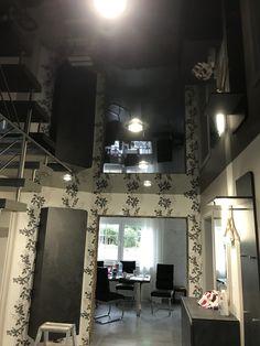 Spanndecke In Schwarz Hochglänzend Im Flur Mit LED Glasleuchten