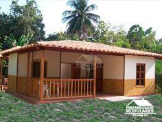 Casas prefabricadas un nivel Bamboo House Design, Small House Design, Village House Design, Village Houses, Backyard Covered Patios, Indian Home Design, Beautiful House Plans, Adobe House, Tiny House Cabin