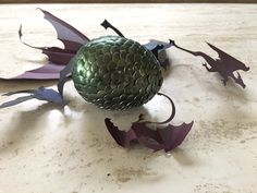 My favorite wedding favors our DIY dragon eggs! These geeky items are gorgeous, easy to make, and relaxing. Here's how to make a dragon egg...