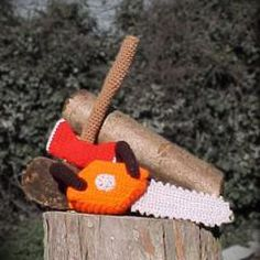 Axe and Chainsaw amigurumi crochet pattern (lid worden) Crochet For Boys, Cute Crochet, Crochet Patterns Amigurumi, Crochet Dolls, Tsumtsum, Crochet Gratis, Yarn Bombing, Stuffed Toys Patterns, Yarn Crafts