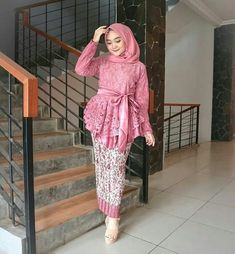 Style Vestimentaire Moderne 30 New Ideas Model Kebaya Brokat Modern, Kebaya Modern Hijab, Kebaya Hijab, Kebaya Dress, Batik Kebaya, Kebaya Muslim, Muslim Dress, Batik Dress, Hijab Dress