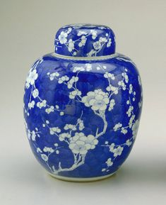 Ginger jar - Qing dynasty, mid 17th-early 18th century. Porcelain with cobalt pigment under clear glaze. Peacock Room - Whistler - Freer Gallery