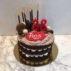 Tarta choco-latte decorada. Latte, Cupcakes, Desserts, Food, Fondant Cakes, Lolly Cake, Homemade Recipe, Candy Stations, Essen