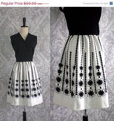 1960s Mod Mini Dress with Embroidered Skirt =====> Size Large! =====> $40