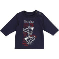 """Tee-shirt manches longues en jersey coton biologique. La fermeture à l'épaule avec des pressions est très pratique pour l'habillage de bébé. On aime l'illustration ludique inspirée de la """"Yellow boot"""", chaussure emblématique de la marque."""