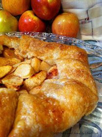 Rich and Sweet by Bia Rich: Apple Galette Just Desserts, Delicious Desserts, Yummy Food, Light Desserts, Sweet Desserts, Sweet Pie, Sweet Tarts, Apple Recipes, Fall Recipes