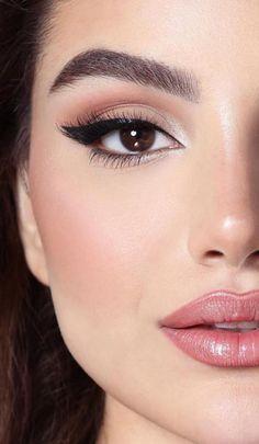 45 simple winter makeup ideas for beginner 47 - Maquillaje natural - Eye Makeup Natural Eye Makeup, Blue Eye Makeup, Makeup For Brown Eyes, Smokey Eye Makeup, Eyeliner Makeup, Natural Eyes, Dramatic Makeup, Make Up Brown Eyes, Makeup Trends