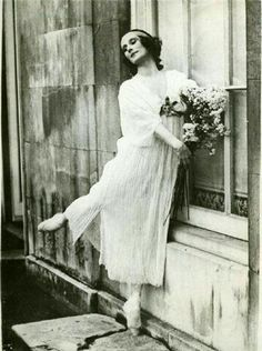 Anna Pavlova graduated in 1899 at the age of 18 The public at the time was used… Anna Pavlova, Ballet Images, Ballet Photos, Salsa Dance Classes, Ballet Russe, Vintage Ballerina, Ballet Performances, George Balanchine, Pretty Ballerinas