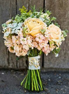 This bouquet would be perfect for a rustic wedding June Wedding Flowers, Vintage Wedding Flowers, Bridal Flowers, Flower Bouquet Wedding, Floral Wedding, Wedding Colors, Bride Bouquets, Perfect Wedding, Flower Arrangements