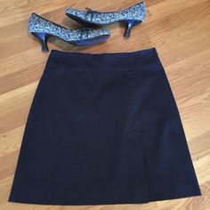 """White House Black Market Skirt So cute and chic is this perfect skirt for work! It has a small slit up the front leg and side zipper. It is 97% cotton and 3% spandex, for comfort. In excellent shape! 17.5"""" long. White House Black Market Skirts"""
