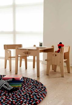 Wooden Children's Chair & Desk CH410 - CH411 by Carl Hansen & Søn | Design Hans J. Wegner