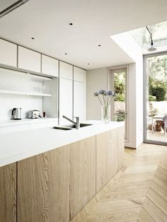All white / light wood / kitchen / interior decor / decoration / modern / simple
