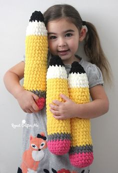 Amigurumi Crochet Plush Pencils for Kids - Repeat Crafter Me Quick Crochet, Cute Crochet, Crochet For Kids, Crochet Baby, Funny Crochet, Crochet Amigurumi Free Patterns, Crochet Toys, Knitting Patterns, Repeat Crafter Me