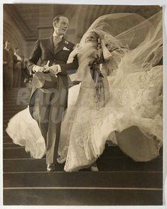 1930s Wedding, Vintage Wedding Photos, Vintage Wedding Invitations, Glamorous Wedding, Vintage Bridal, Wedding Pictures, Vintage Weddings, Wedding Images, Silver Weddings