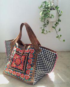 Sai mais uma encomenda! OOAK XL Bag. Uma mala única para mulheres únicas. #andreiacostahandmade #embroideredbag #shopsmall
