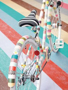 DIY Ways to Pimp Your (Bike) Ride via Brit + Co. - Washi Tape Frame: And here comes another one of our favorite products rolling down the street… and here's your new washi-ed out ride. Washi Tape Diy, Masking Tape, Washi Tapes, Tape Crafts, Diy And Crafts, Decor Crafts, Pimp Your Bike, Mt Tape, Duck Tape