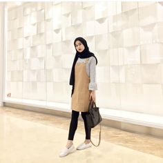 39 Ideas fashion hijab inspiration street styles Source by hijab Modern Hijab Fashion, Muslim Fashion, Trendy Fashion, Style Fashion, 1940s Fashion, Men Fashion, Fall Fashion, Casual Hijab Outfit, Hijab Chic