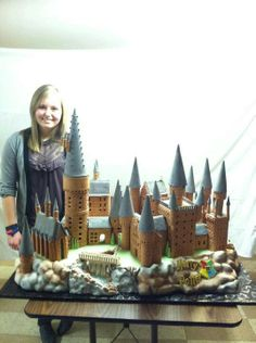 How cool is this! Hogwarts Castle in Gingerbread! I love it!
