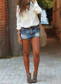 Cute outfit paired with tan legs <3