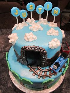 MoniCakes: Thomas the Train Cake