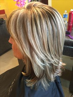Best Medium Hairstyles for Women For Glamorous Look - Page 22 of 27 - Lead Hairs. Best Medium Hairstyles for Wom. Medium Length Hair Cuts With Layers, Thick Hair Styles Medium, Curly Hair Styles, Medium Lengths, Hair Medium, Frosted Hair, Wavy Bob Hairstyles, Short Haircuts, Hair Protein
