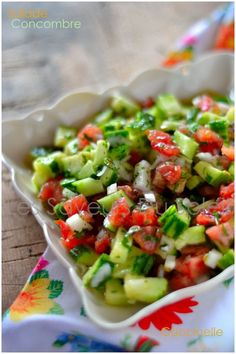 - a classic of Moroccan cuisine, a salad of cucumbers and tomatoes . Raw Food Recipes, Salad Recipes, Cooking Recipes, Healthy Recipes, Food Inspiration, Love Food, Food Porn, Food And Drink, Healthy Eating