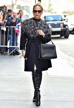 Jennifer Lopez in a black Jenny Packham coat with crystals and sequins, and black thigh-high boots Jennifer Lopez Ropa, Jennifer Lopez Outfits, Jenny Packham, Glamouröse Outfits, Work Outfits, Fashion Outfits, Glamorous Outfits, Cool Coats, Street Style 2016