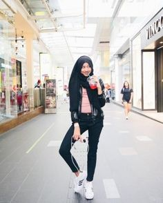 Travel clothes women hijab ideas for 2019 Casual Chic, Casual Street Style, Street Style Women, Street Styles, Sport Casual, Oufits Casual, Casual Hijab Outfit, Ootd Hijab, Casual Ootd