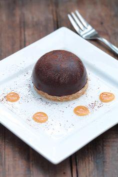 Dôme de mousse au chocolat coeur de caramel coulant   Ondinecheznanou.blogspot.com