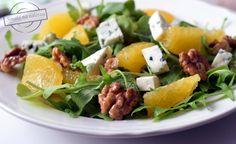 Sałatka z rukolą, pomarańczą, serem pleśniowym i orzechami – Smaki na talerzu Cobb Salad, Potato Salad, Potatoes, Cheese, Ethnic Recipes, Food, Potato, Essen, Meals