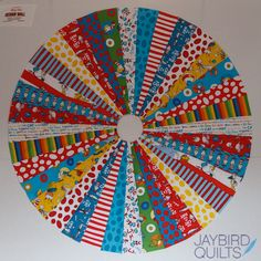 Circle Quilt Tutorial Jaybird Quilts To easily create this quilt I used a 10 Wedge Ruler It allows you to cut long wedges that are accurately 10 wide Circle Quilt Patterns, Quilt Patterns Free, Free Pattern, Cute Quilts, Easy Quilts, Quilting Tutorials, Quilting Projects, Quilting Tips, Machine Quilting