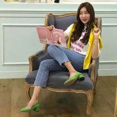 인스타 패셔니스타 차정원/차정원 패션/차정원 스타일/차정원 사복 : 네이버 블로그 Korean Shoes, Illustration Mode, Gong Li, Daily Look, Asian Style, Fashion Outfits, Womens Fashion, Daily Fashion, Spring Summer Fashion