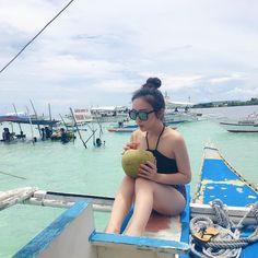 "Charming Wang🌙 on Instagram: ""到處女島的時候 還沒發現已經到了 因為漲潮所以看不到~~ 建議去玩的人不要太早到 因為下午才會退潮才看得到島 覺得很傻眼🙀 但還是吃了新鮮的鮑魚海膽還有椰子汁再跟牌子拍個合照👋🏻 #virginislands#bohol#phillipines#coconutwater"""