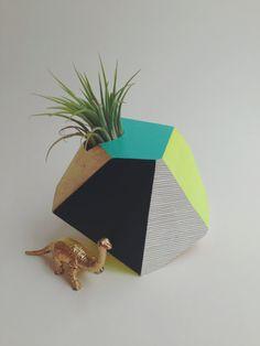 Teal et néon géométrique peint à la main jardinière en bois avec usine d'air