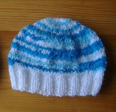marianna's lazy daisy days - baby hat -  http://mariannaslazydaisydays.blogspot.co.uk/2013/05/knitted-baby-boy-hats.html