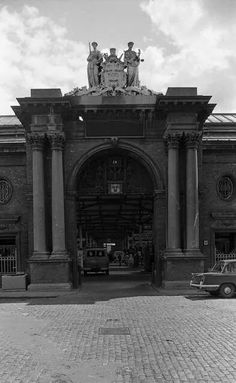 Old Pictures, Old Photos, Photo Engraving, Dublin City, Dublin Ireland, Capital City, Embedded Image Permalink, Historical Photos, Light In The Dark
