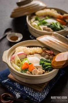 Fight the cold days with this steamy Nabeyaki Udon served in donabe. Topped with chicken, tempura & heaps of vegetables in an umami dashi soup, this hot noodle soup would be your favorite kind of winter comfort food. Easy Japanese Recipes, Japanese Dishes, Japanese Food, Asian Recipes, Ethnic Recipes, Indonesian Recipes, Orange Recipes, Sushi, Soup Recipes