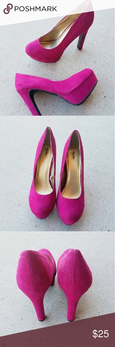 Mossimo dress heels Pink mossimo dress heels. It has small stain but not so noticeable unless you need to find it. Pretty good looking shoes for good used condition. Mossimo Supply Co Shoes Heels
