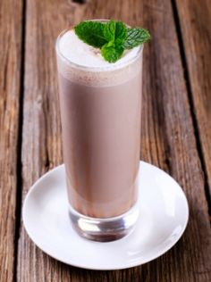 Vanilla Shakeology Iced Mocha Shakeology Recipe This delicious iced mocha smoothie is a protein-rich meal that tastes like dessert! Chocolate Avocado Smoothie, Mocha Smoothie, Smoothie Drinks, Healthy Smoothies, Healthy Drinks, Smoothie Recipes, Healthy Recipes, Fitness Smoothies, Chocolate Smoothies