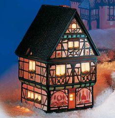 Keramik Lichthaus Metzgerei - Essen hält Leib und Seele zusammen. Das ist gewiss das Motto des stadtbekannten Dorfmetzgers. Das Lichthaus der Metzgerei mit der aufwendig gestalteten Fassade und den köstlichen Auslagen lädt direkt zum Probieren und Kaufen ein.