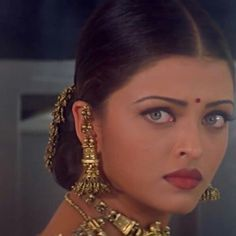 Aishwarya Rai is a talented artist and very popular among fans. Aishwarya Rai photo gallery with amazing pictures and wallpapers collection. Aishwarya Rai Photo, Actress Aishwarya Rai, Aishwarya Rai Bachchan, Bollywood Actress, Tamil Actress, Indian Aesthetic, Vintage Bollywood, Indian Bollywood, Most Beautiful Eyes