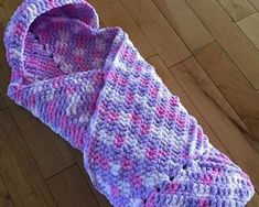 [Free Pattern] Crochet Cuddly Snuggly Hooded Baby Blanket Designed With Moms In Mind! - Knit And Crochet Daily [Free Pattern] Crochet Cuddly Snuggly Hooded Baby Blanket Designed With Moms In Mind! - Knit And Crochet Daily Plaid Au Crochet, Crochet Crowd, Crochet Bebe, Crochet For Kids, Free Crochet, Knit Crochet, Ravelry Crochet, Manta Crochet, Crochet Baby Cocoon