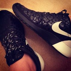 2014 cheap nike shoes for sale info collection off big discount.New nike roshe run,lebron james shoes,authentic jordans and nike foamposites 2014 online. Nike Shoes Cheap, Nike Free Shoes, Cheap Nike, Dream Shoes, Crazy Shoes, Cute Shoes, Me Too Shoes, Sneak Attack, Baskets