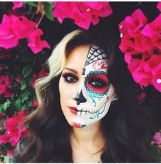 SUGAR SKULL MAKEUP: The work and precision required to create these looks is mind-blowing! Here are 21 gorgeous Sugar Skull makeup looks to ~inspire~ you! Click through for all the looks and more ideas! Halloween Sugar Skull, Sugar Skull Costume, Cool Halloween Makeup, Sugar Skull Makeup, Halloween Kostüm, Vintage Halloween, Sugar Skull Face Paint, Maquillaje Sugar Skull, Halloween Costume Couple