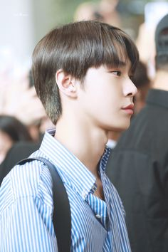 190816 - Have you ever seen anyone being so freaking stunning? Nct 127, Taeyong, Jaehyun, Bunny Meme, Nct Life, Nct Doyoung, Sm Rookies, Kpop Guys, Kim Dong